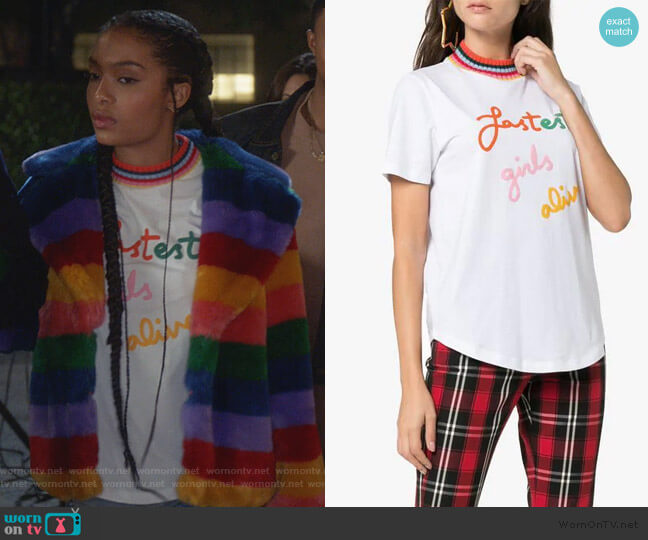 Fastest Girls Alive print cotton t-shirt by Mira Mikati worn by Zoey Johnson (Yara Shahidi) on Grown-ish