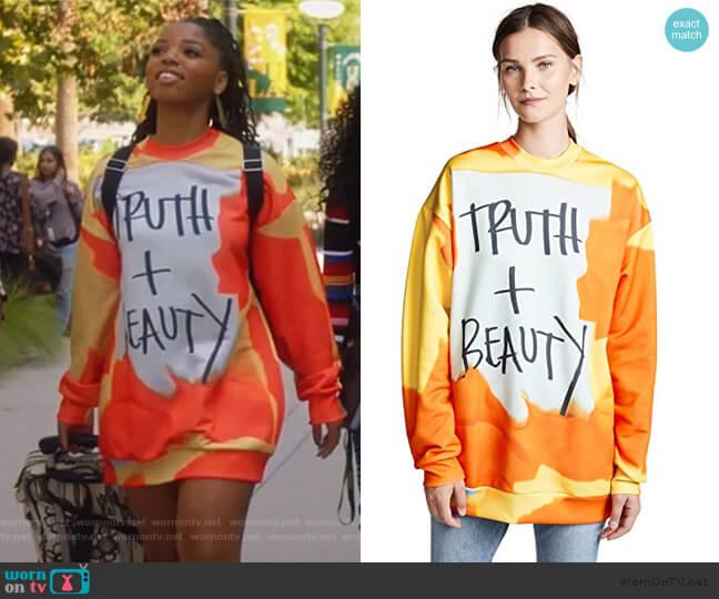 Oversized Sweatshirt by Marques Almeida worn by Jazlyn Forster (Chloe Bailey) on Grown-ish