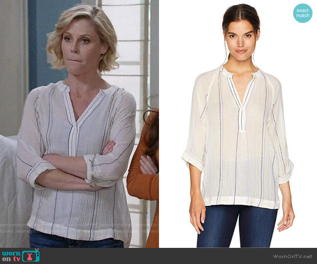 Michael Stars Beach Stripe Easy Tunic worn by Claire Dunphy (Julie Bowen) on Modern Family