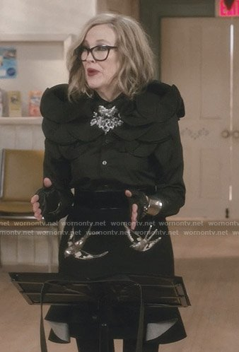 Moira's black bird embellished skirt on Schitt's Creek