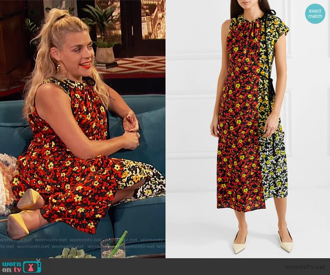 Asmmetric floral-print georgette dress by Proenza Schouler worn by Busy Philipps (Busy Philipps) on Busy Tonight
