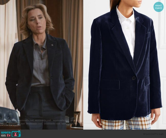 Oversized velvet blazer by Stella McCartney worn by Elizabeth McCord (Téa Leoni) on Madam Secretary