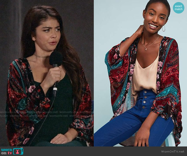 Anthropologie Winchester Floral Kimono worn by Haley Dunphy (Sarah Hyland) on Modern Family