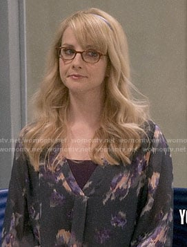 Bernadette's grey printed v-neck blouse on The Big Bang Theory