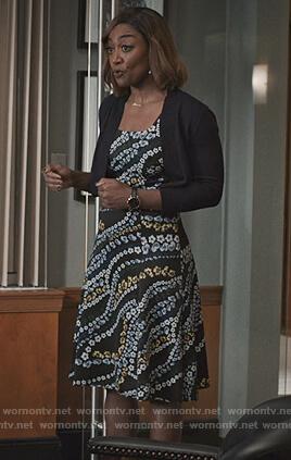 Daisy's contrast print mini skirt and yellow short sleeve sweater on Madam Secretary