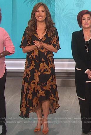 Carrie's black floral v-neck dress on The Talk