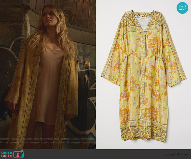 V-neck Kimono by H&M worn by Karolina Dean (Virginia Gardner) on Marvels Runaways