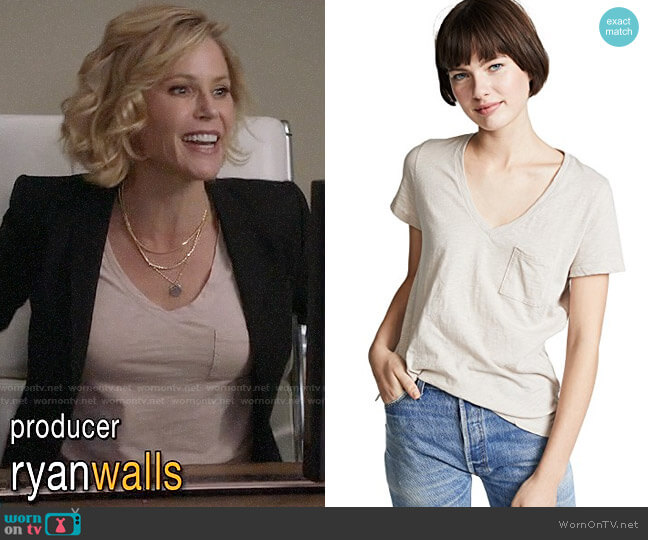 Madewell Whisper Cotton V-Neck Pocket Tee worn by Claire Dunphy (Julie Bowen) on Modern Family