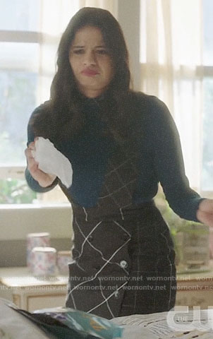 Mel's teal collared sweater and plaid pinafore skirt on Charmed