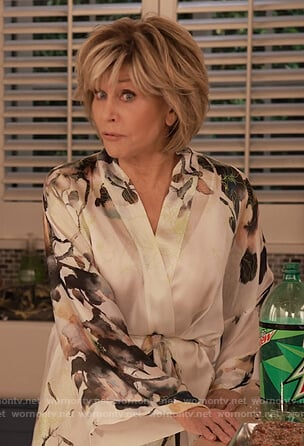 Grace's white floral silk robe on Grace and Frankie