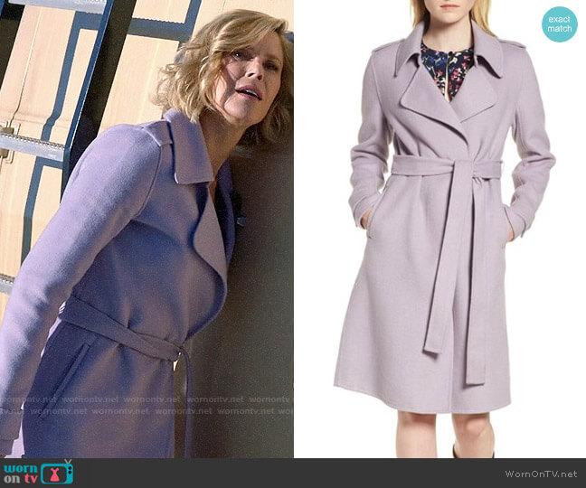 Badgley Mischka Chloe Coat worn by Claire Dunphy (Julie Bowen) on Modern Family