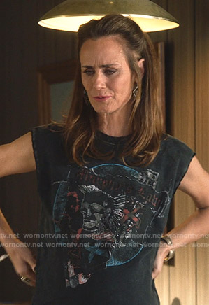 Maya's black Murphy's Law tee on Splitting Up Together
