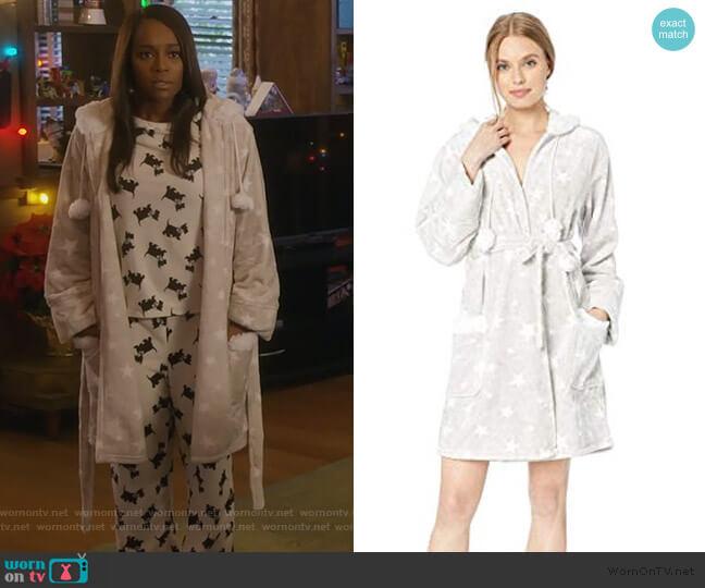 Plush Robe by PJ Salvage worn by Michaela Pratt (Aja Naomi King) on HTGAWM