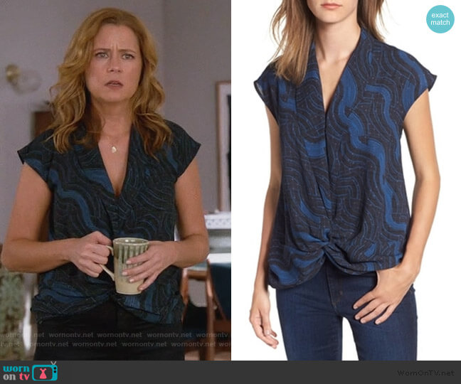 Twist Front Knot Top by Trouve worn by Lena (Jenna Fischer) on Splitting Up Together