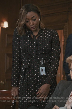 Daisey's black pleated print dress on Madam Secretary