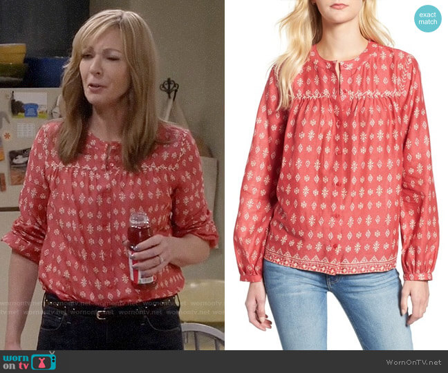 Caslon Patterned Split Neck Shirt worn by Bonnie Plunkett (Allison Janney) on Mom