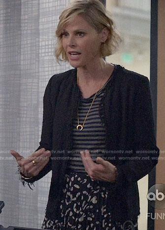 Claire's black tweed jacket and leopard print skirt on Modern Family