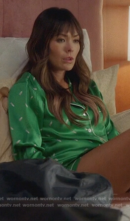 Camille's green printed pajamas on Splitting Up Together