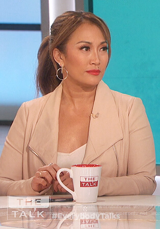 Carrie's beige leather moto jacket on The Talk
