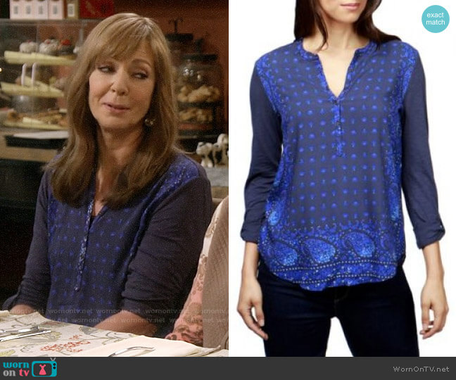 Lucky Brand Printed Henley worn by Bonnie Plunkett (Allison Janney) on Mom