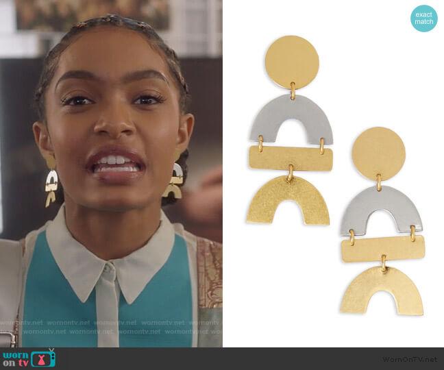 Flatform Statement Earrings by Madewell worn by Zoey Johnson (Yara Shahidi) on Grown-ish