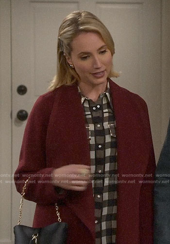 Mandy's textured turtleneck sweater on Last Man Standing