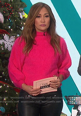 Carrie's pink fuzzy sweater on The Talk