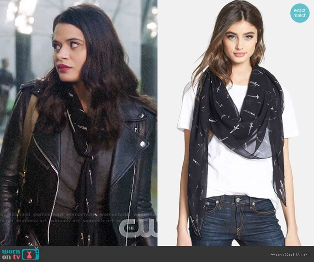Rag & Bone Classic Dagger Scarf in Black worn by Mel Vera (Melonie Diaz) on Charmed