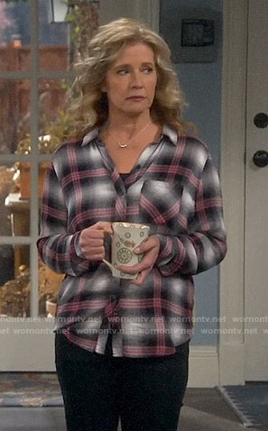 Vanessa's grey and pink plaid shirt on Last Man Standing