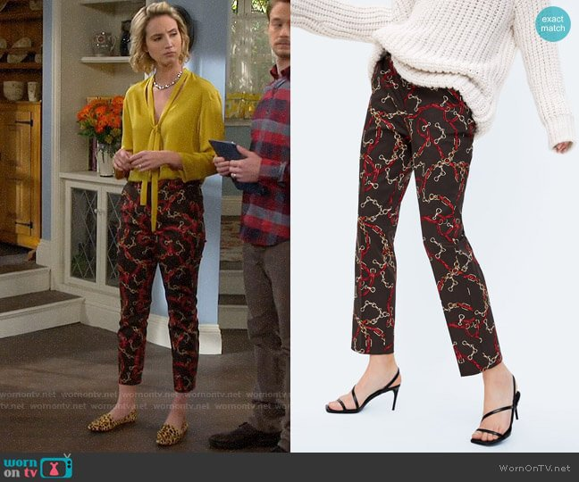 Zara Chain Printed Cigarette Pants worn by Mandy Baxter (Molly McCook) on Last Man Standing