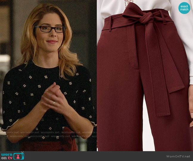 Aritzia Wilfred Jallande Pants worn by Felicity Smoak (Emily Bett Rickards) on Arrow
