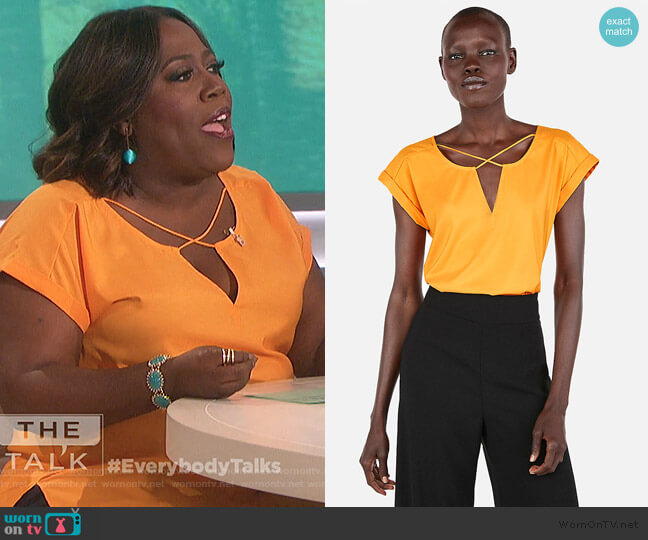 Solid Strappy Cross Front Gramercy Tee by Express worn by Sheryl Underwood  on The Talk