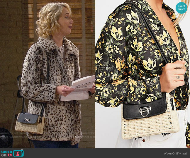 Free People Jeanne Wicker Crossbody worn by Mandy Baxter (Molly McCook) on Last Man Standing