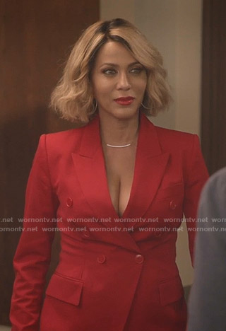 Giselle's red suit on Empire