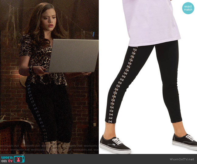 Topshop Joni Hook & Eye Jeans worn by Maggie Vera (Sarah Jeffery) on Charmed