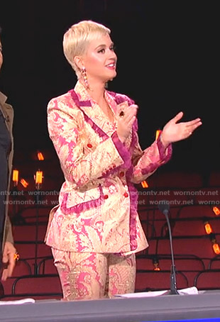 Katy's pink paisley suit on American Idol