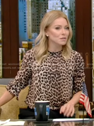 Kelly's leopard print top on Live with Kelly and Ryan