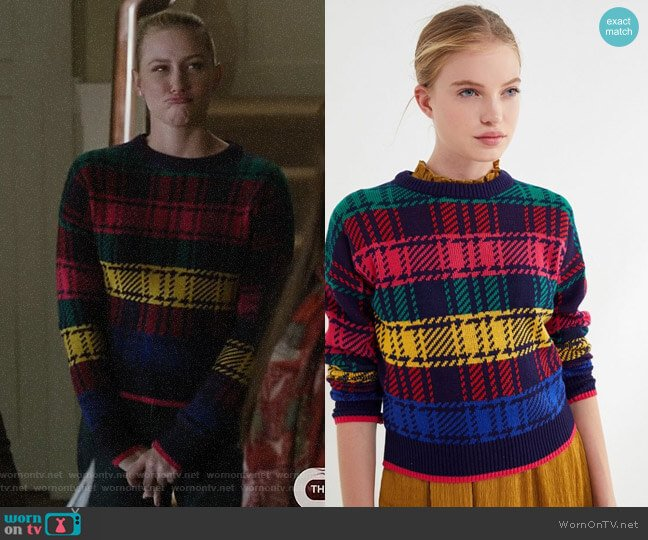 UO Andi Fitted Crew-Neck Sweater worn by Betty Cooper (Lili Reinhart) on Riverdale