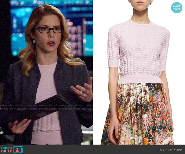 Carven Cropped basket knit sweater worn by Felicity Smoak (Emily Bett Rickards) on Arrow