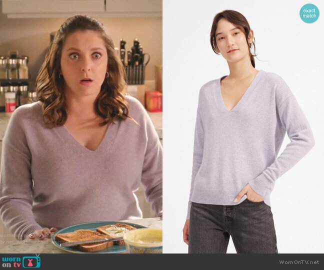 The Cashmere Oversized V-Neck by Everlane worn by Rebecca Bunch (Rachel Bloom) on Crazy Ex-Girlfriend