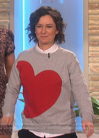Sara's gray heart sweatshirt on The Talk