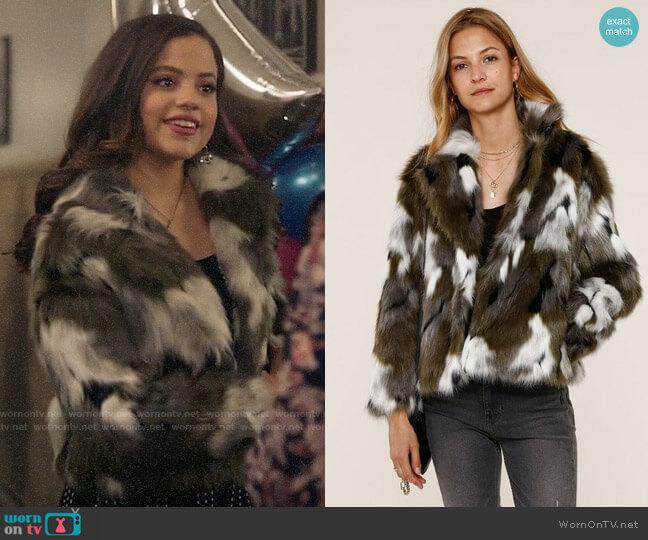 Heartloom Aria Coat worn by Maggie Vera (Sarah Jeffery) on Charmed