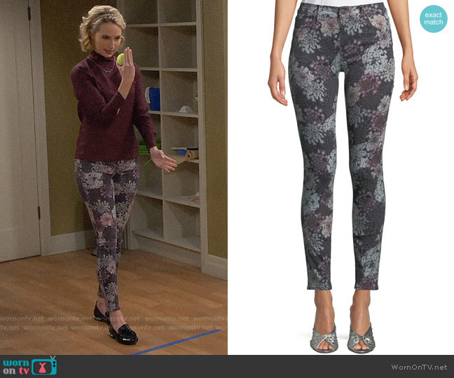 J Brand 620 Super Skinny Jeans in Queen Anne's Lace worn by Kristin Baxter (Amanda Fuller) on Last Man Standing