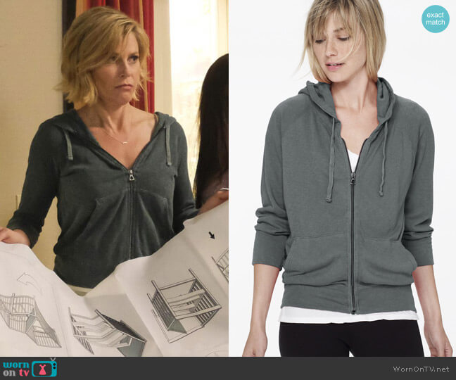 James Perse Vintage Fleece Hoodie worn by Claire Dunphy (Julie Bowen) on Modern Family