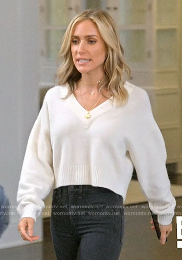 7015f5a109a841 WornOnTV: Kristin's white cropped v-neck sweater on Very Cavallari |  Kristin Cavallari | Clothes and Wardrobe from TV