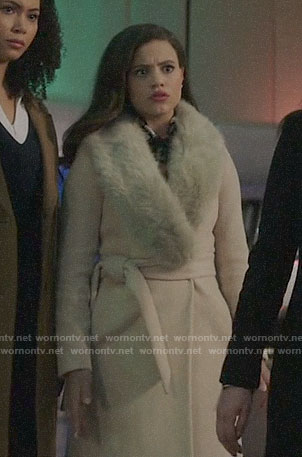 Maggie's beige fur collar coat on Charmed