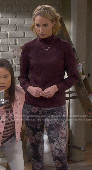 Mandy's purple top and floral jeans on Last Man Standing