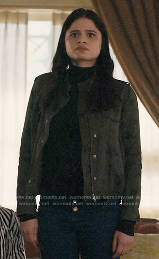 Mel's green star print jacket on Charmed