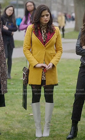 Mel (Maggie)'s yellow coat with red leopard collar on Charmed