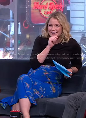 Sara's blue floral ruched skirt on GMA Strahan And Sara